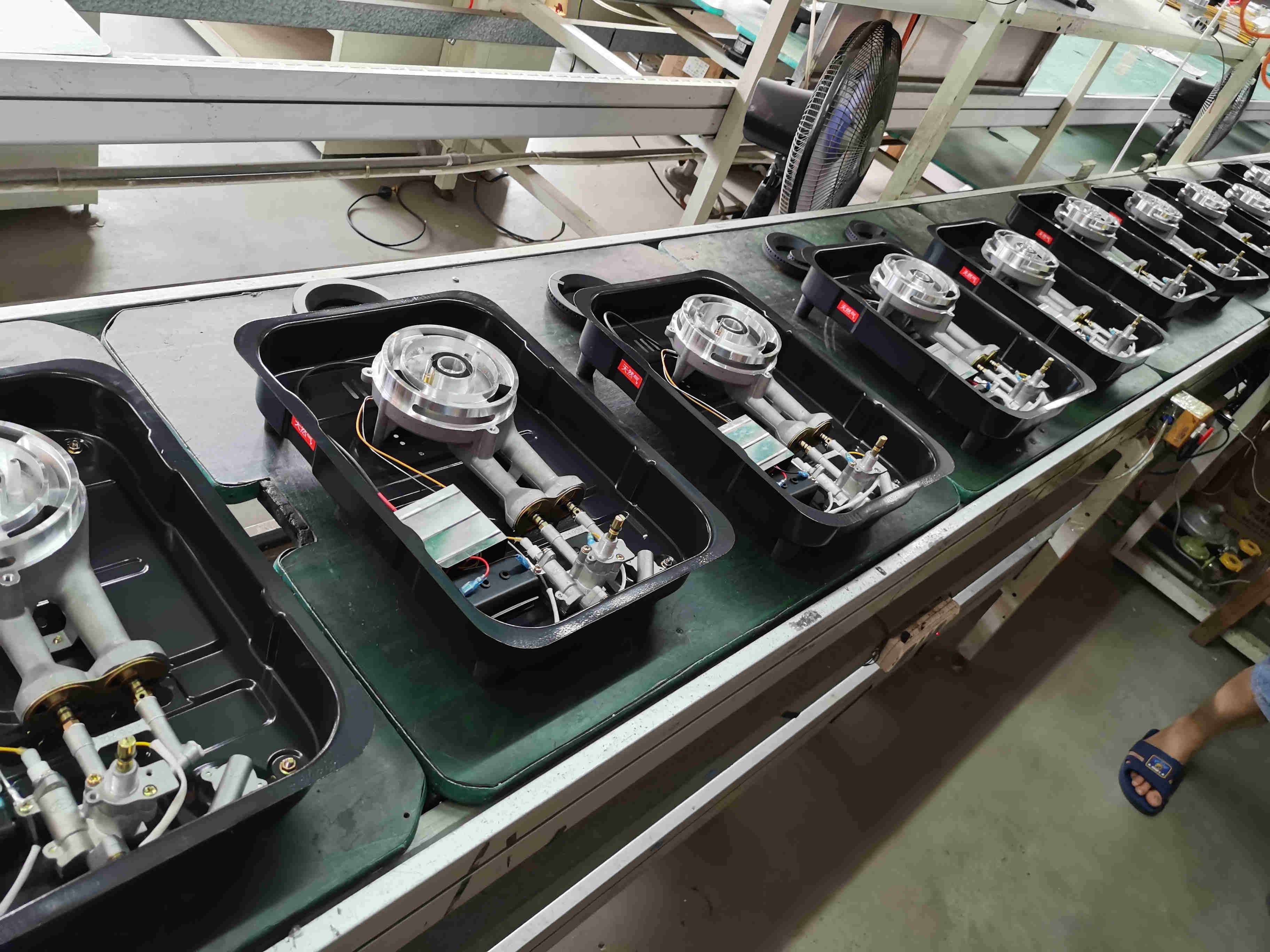 嵌入式天然气煤气灶具批发厂家车间流水生产线样子