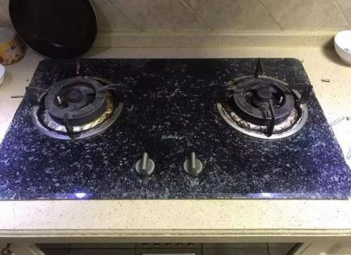煤气灶面板爆炸是什么原因呢?